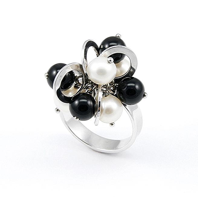 Onyx Freshwater Pearl Ring